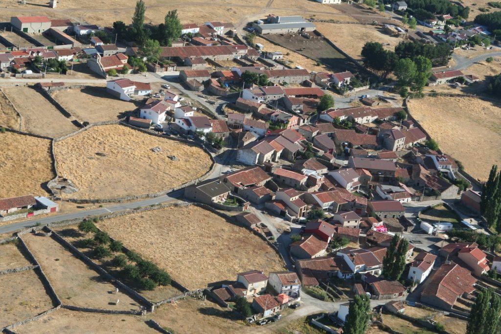 vista aerea de la población de Navadijos